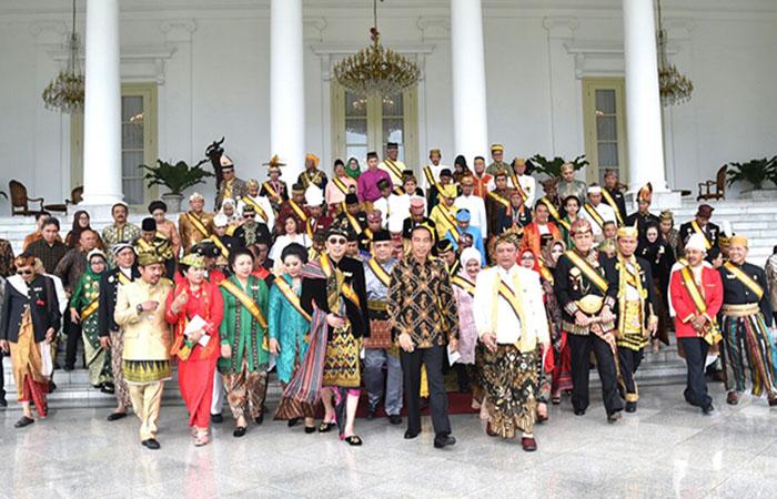 1515149307Presiden-Joko-Widodo-mengundang-sejumlah-raja-dan-sultan-se-Nusantara-hadir-di-Istana-Kepresidenan-Bogor.jpg