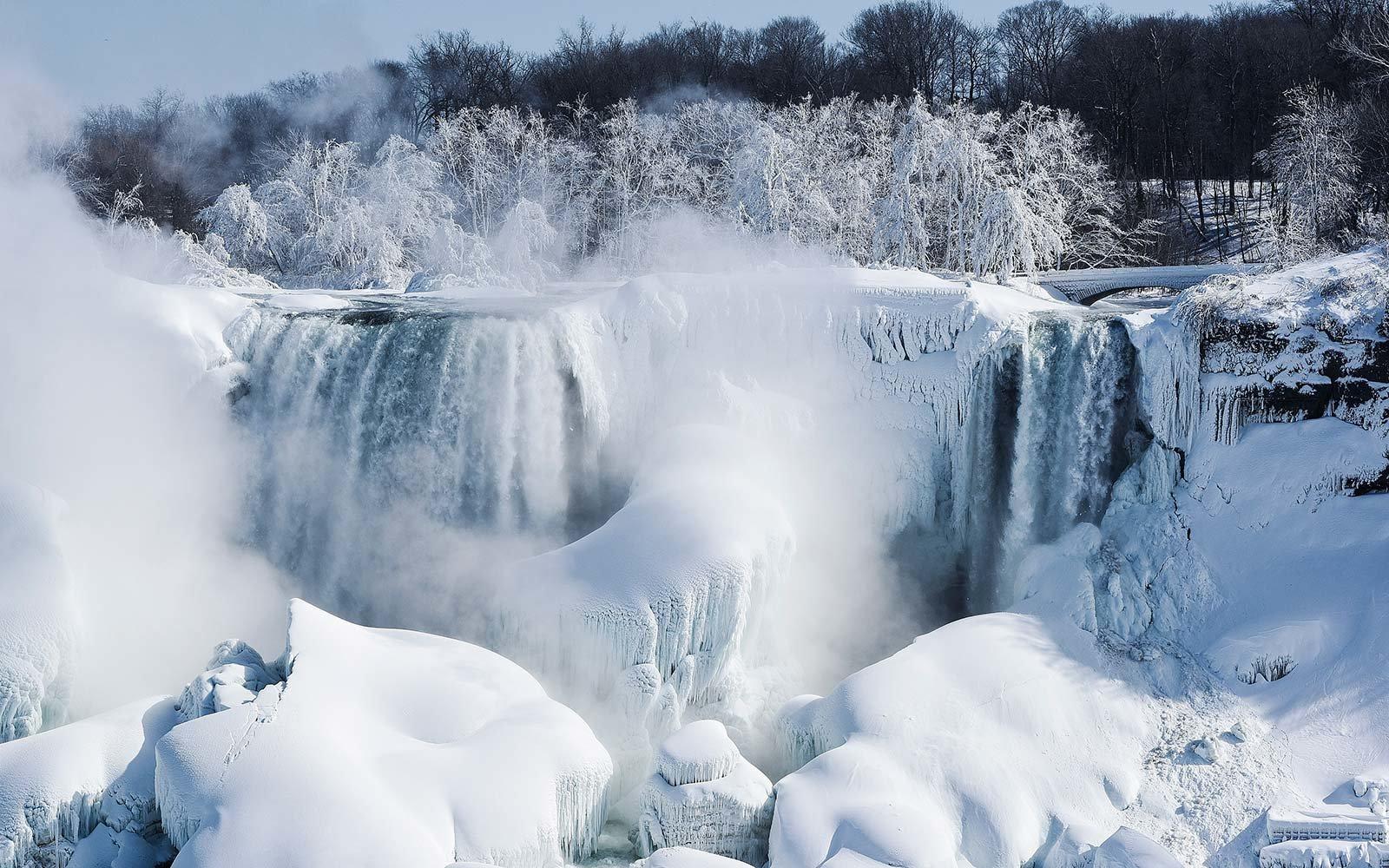 1515394724frozen-niagara-falls-winter-canada-FROZENNIAGARA0118.jpg