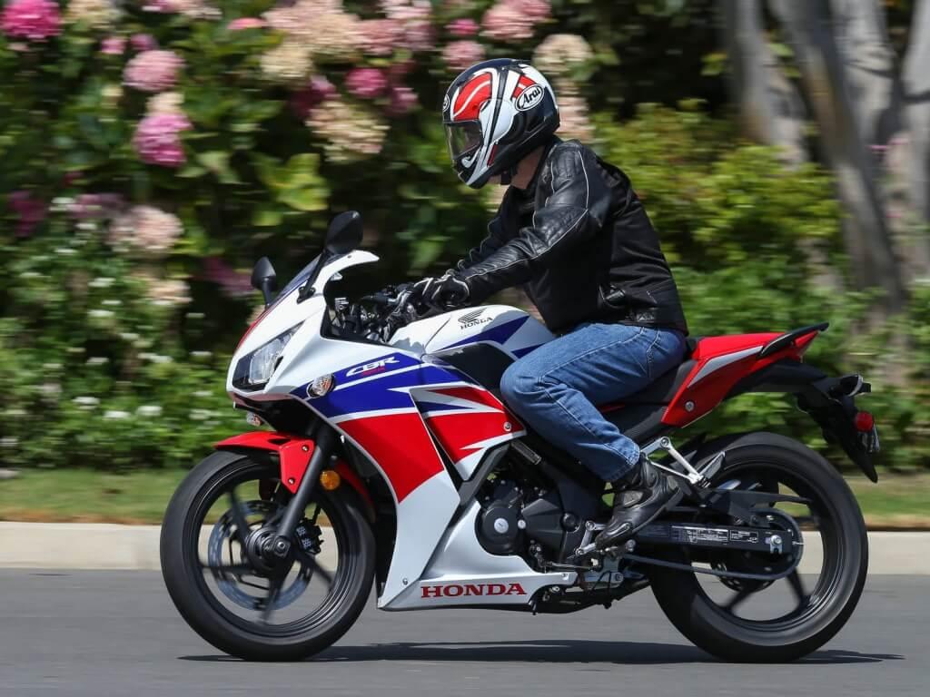 1516612378mengendarai_motor_sport.jpg