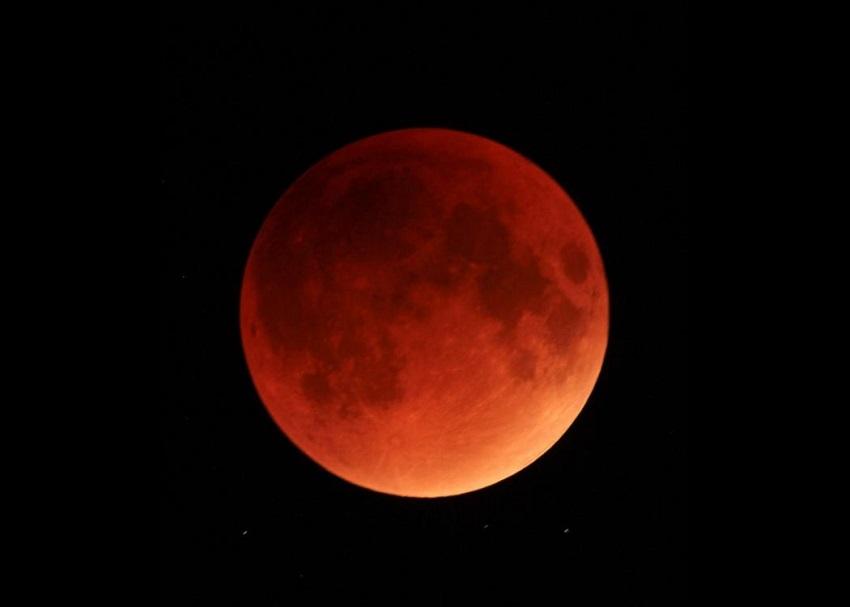 1516819617lunar-eclipse-sep-28-2015-deanne-fortnam-4.jpg