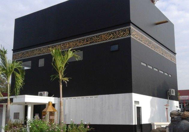 1516849614masjid-berbentuk-kabah-di-subang-jadi-pilihan-wisata-ramadan-1706061_3x2.jpg