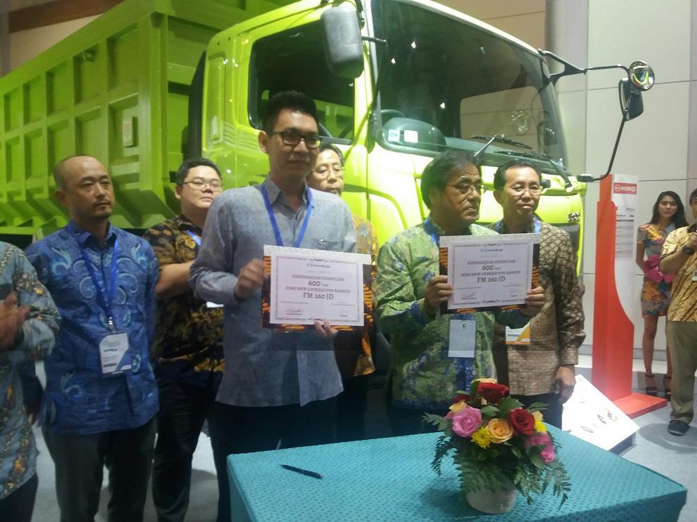 1520077884MoU_pembelian_600_truk_antara_Hino_Motors_Sales_Indonesia_(HMSI)_dengan_PT_Catur_Putra_Manunggal.jpg