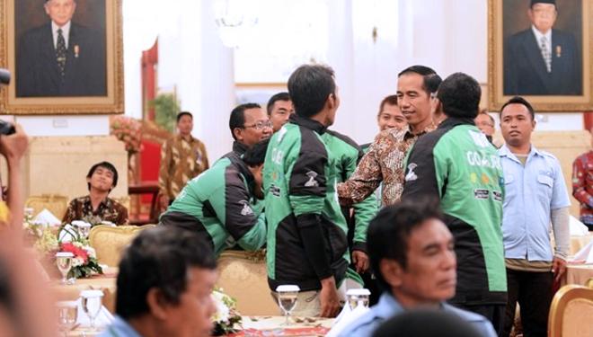 1522191374Presiden-Jokowi-saat-menemui-Driver-Go-Jek.jpg