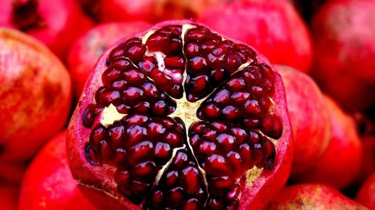1522524096pomegranate.jpg