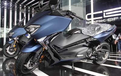 1522596279yamaha-tmax-dx-master-scooter-menggembol-4-fitur-canggih_m_199297.jpg