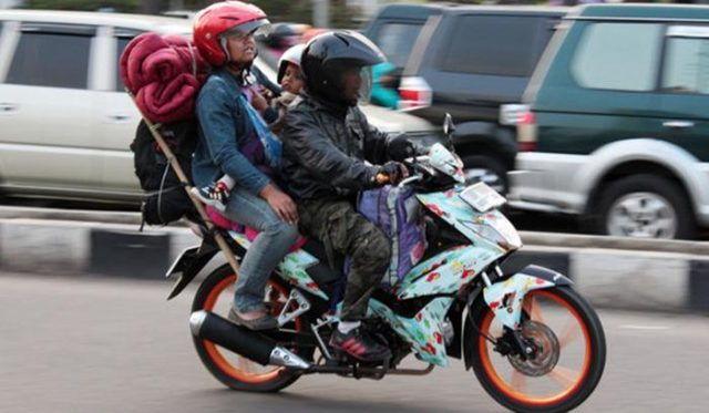 1528268613Hati-hati,_mudik_dengan_sepeda_motor_sangat_berbahaya-ji.jpg
