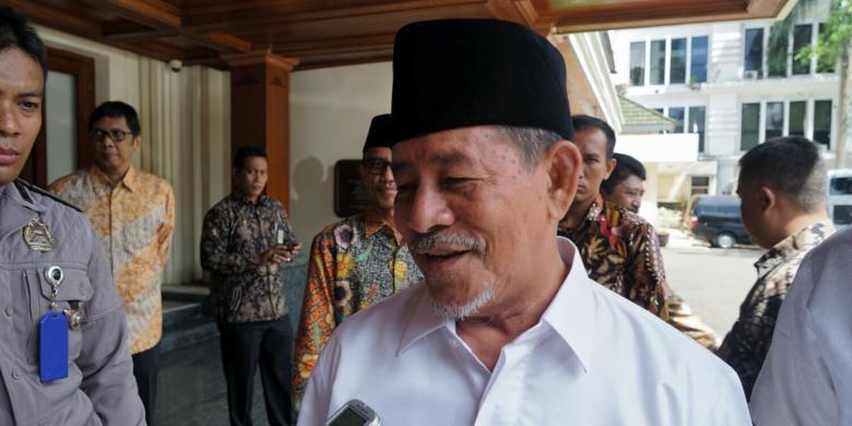 1536846227Gurbernur_Maluku_Utara.jpg