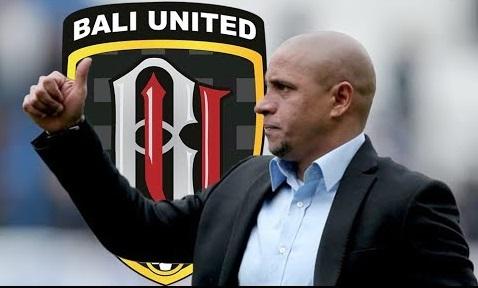 1543817535Roberto_Carlos_dan_Bali_United.jpg