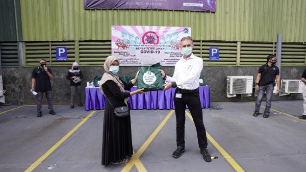 Masyarakat di Wanaherang Kembali Mendapat Bantuan dari Mercedes-Benz Indonesia