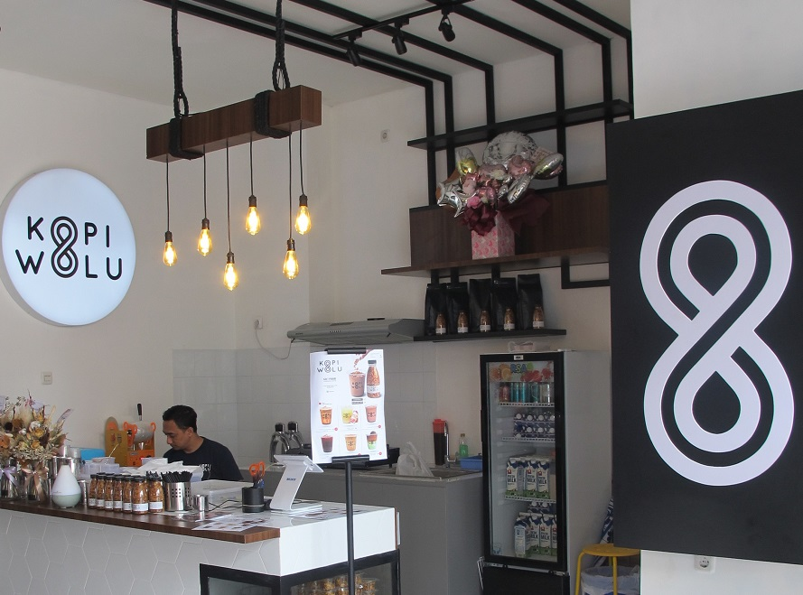 Gandeng Influencer Uly Novita 'Kopi Wolu' Hadirkan Minuman Magic