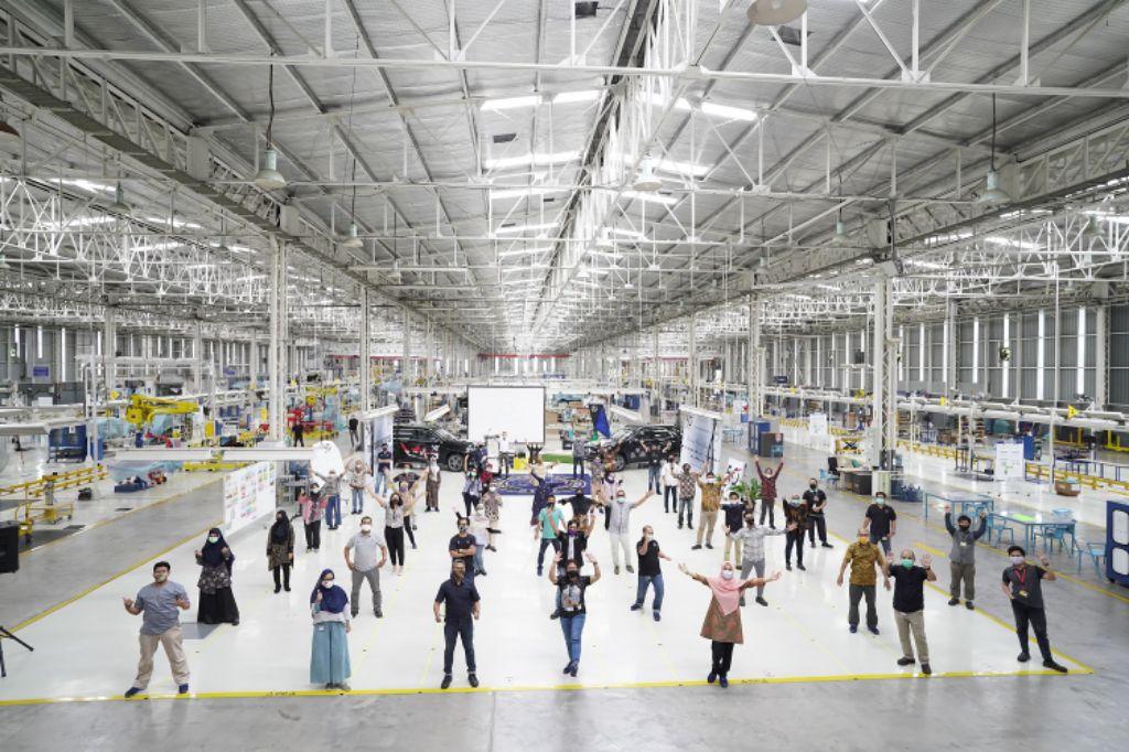 50 Tahun Produksi dan Perakitan Mobil Penumpang, Mercedes-Benz Rayakan di Pabrik Wanaherang