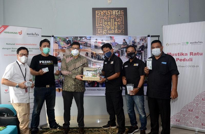 YPJI Distribusikan Bantuan Suplemen Mustika Ratu Untuk Jurnalis