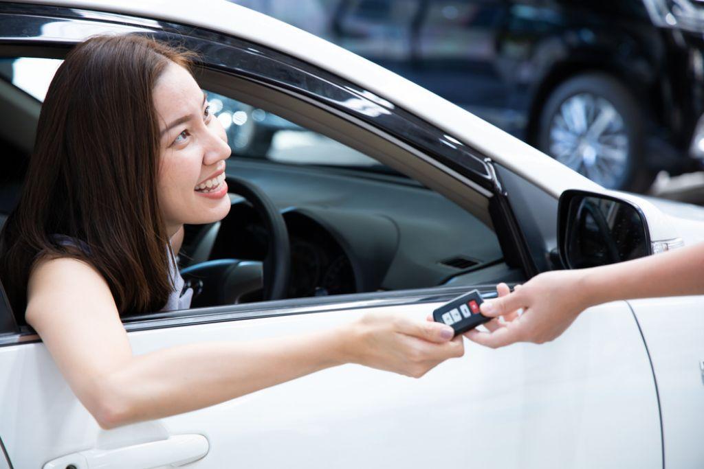 Hadiah Mobil untuk Anak yang Sudah Kuliah, Boleh atau Tidak Diberikan?