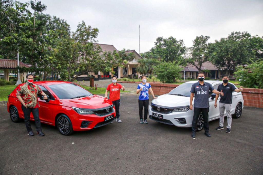 Honda Berikan Apresiasi 2 Unit City Hatchback RS Kepada Greysia Polii dan Apriyani Rahayu