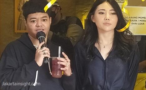 Bareng Nikmat Group Pasangan Reza Arap -Wendy Mantap Bisnis Teh Kekinian YUBA TEA