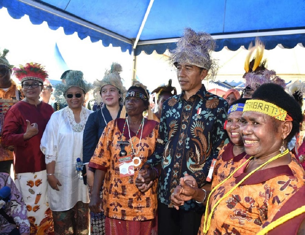 kominfo-jokowi-presiden-hari-perempua-2017-mama-papua.jpg