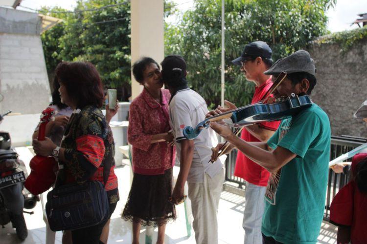 """Hangatnya Persaudaraan di Kampung Tugu Lewat Tradisi """"Rabo-Rabo"""""""