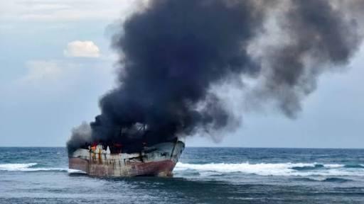 Kapal Terbakar di Selat Bali, Seluruh Penumpang Selamat