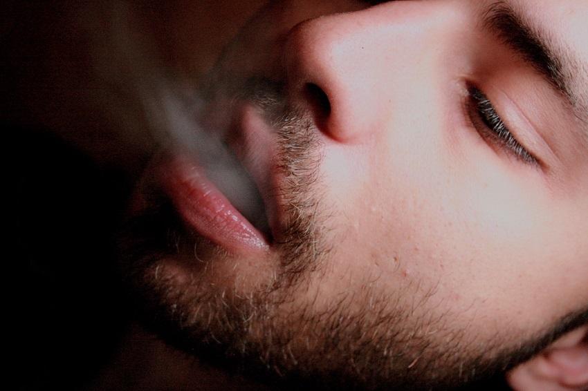Tips Jitu Atasi Bau Mulut Saat Puasa, No.8 Bikin Sedih