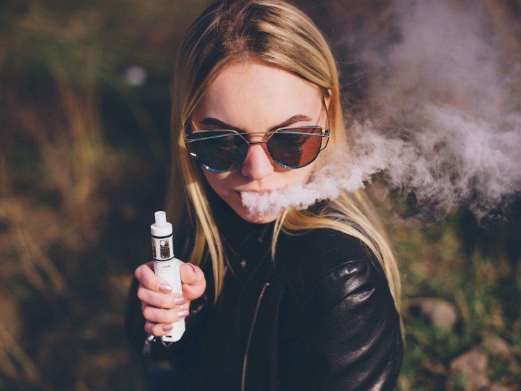 Risiko Kesehatan Vape Lebih Rendah Ketimbang Rokok, Benarkah?