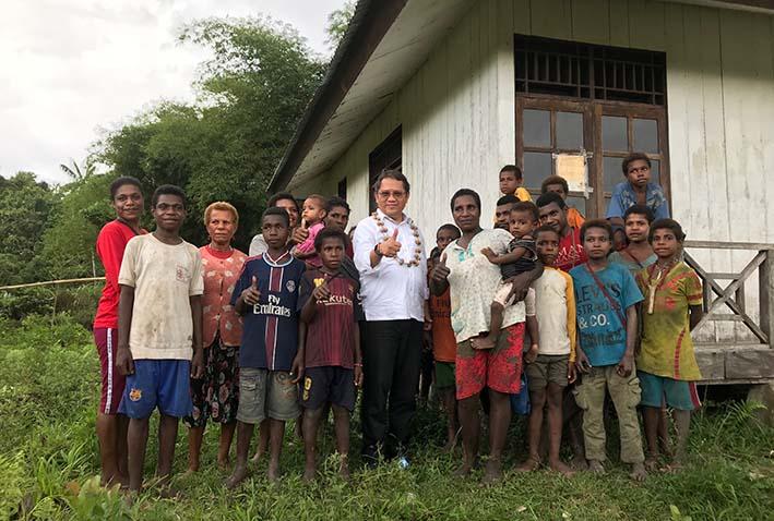Bukan MENKOMINFO, Berkunjung ke Papua Rudiantara Perkenalkan Diri Sebagai 'Menteri Sinyal'