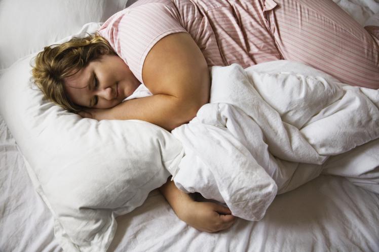 Fakta!! Nyalakan Lampu Ketika Tidur Memicu Obesitas Hingga Kanker
