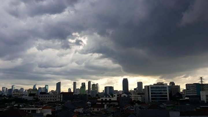 BMKG: Jabodetabek Waspada Hujan Lebat Disertai Angin Kencang