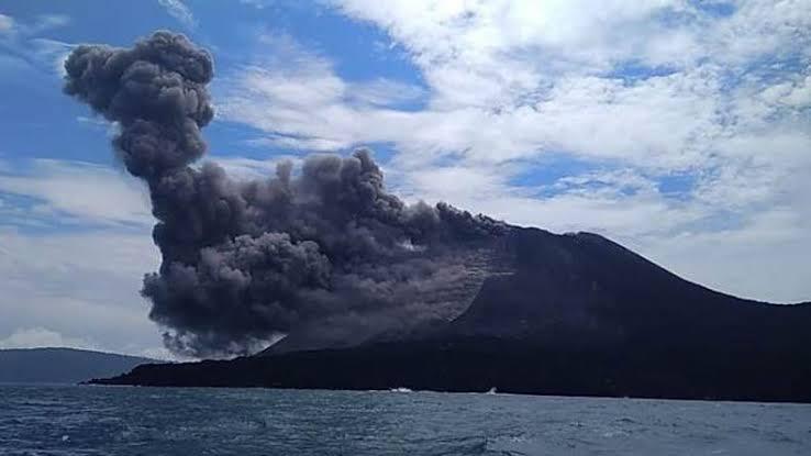 Dentuman Gunung Anak Krakatau Masih Terdengar dari Anyer