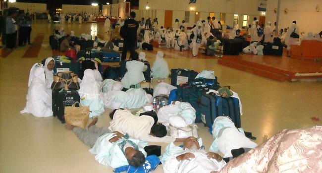 25 Jamaah Umroh Jakarta Terlantar di Jeddah, Kemenag Panggil Yasmira dan Edipeni