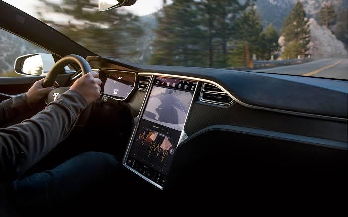 Tesla digugat Karena Baterai Bocor dan Sebabkan Kematian