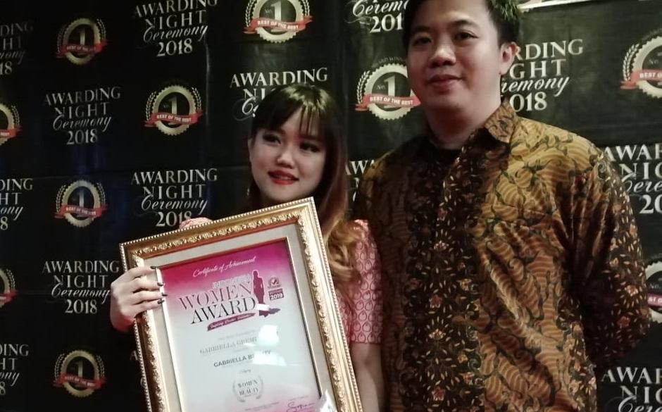 Gabriella Halim Raih Penghargaan Indonesia Women Award 2019