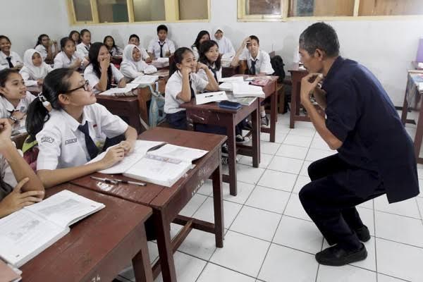 Info Penting: Guru Honorer Akan Terima Gaji Setara UMR