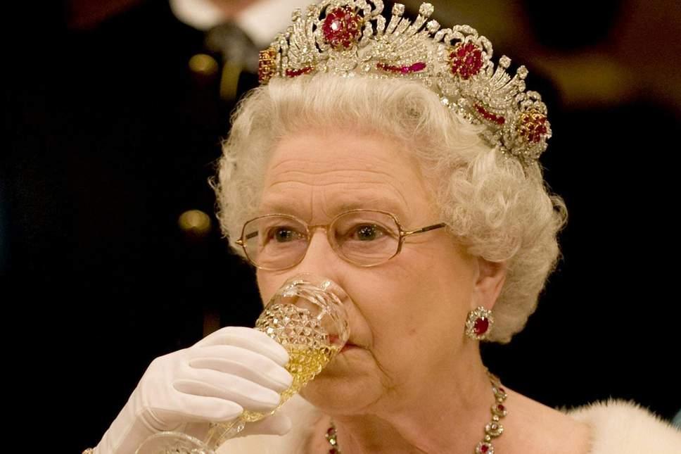 Inggris Bersiap Pindahkan Sang Ratu Berikut Keluarga