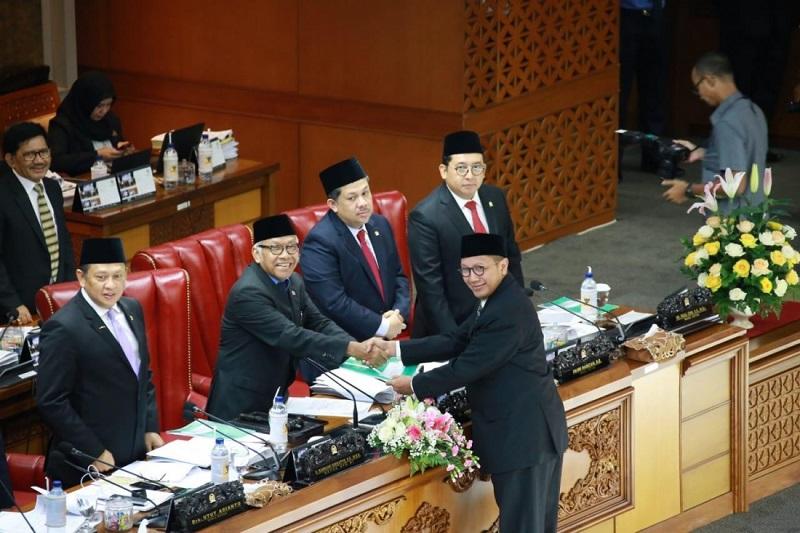 Sertakan 12 Ketentuan Baru, DPR Sahkan UU Penyelenggaraan Haji dan Umrah