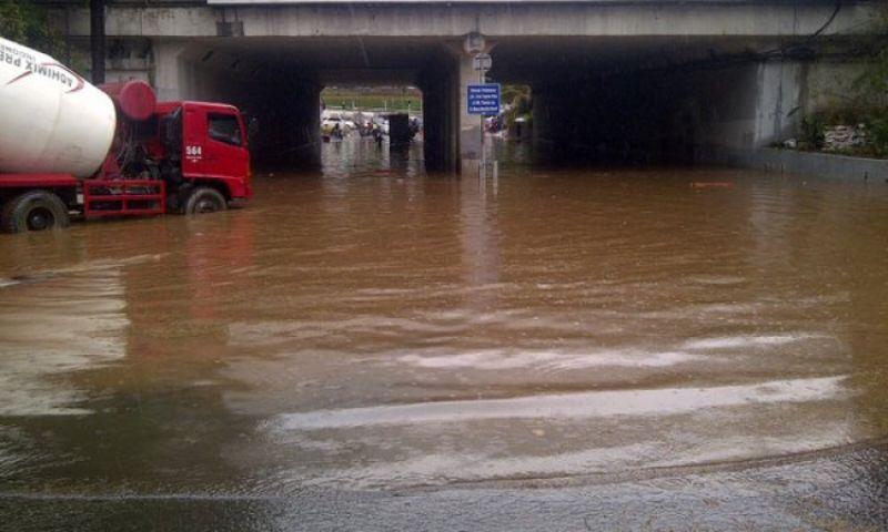 BMKG: Jakarta Rawan Banjir! BPBD Catat Pintu Air Pasar Ikan Siaga III