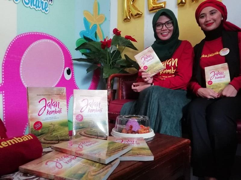 Lewat Buku 'Jalan Kembali' 2 Wanita Cantik ini Bagikan Kisah Inspiratif Bangkit Dari Keterpurukan Kehidupan