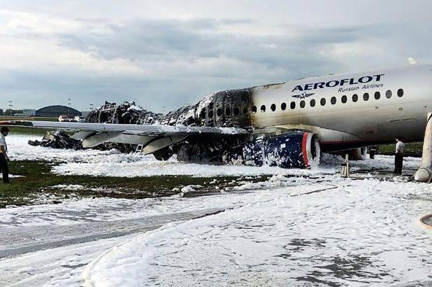 Pilot Mengatakan Kilat Menjadi Penyebab Kecelakaan Pendaratan Pesawat Aeroflot
