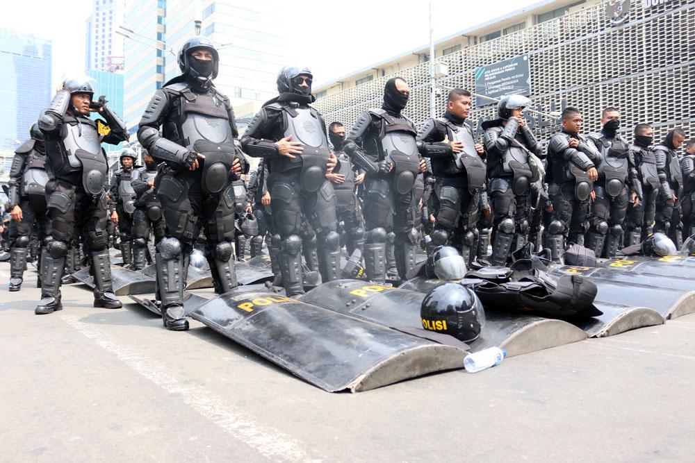 Massa Kembali Datang ke Bawaslu, Aparat Siap Siaga