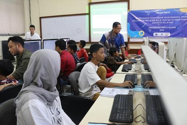 Sebanyak 21 Pemulung dan Pengamen Ikuti Kegiatan Belajar Multimedia di Universitas Mercu Buana