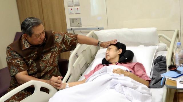 Kondisi Memburuk, Ani Yudhoyono Dikabarkan Tak Sadarkan Diri