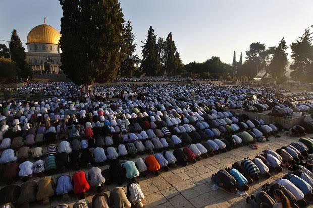 Trump Dibalik Perbedaan Idul Fitri Palestina dan Arab Saudi?