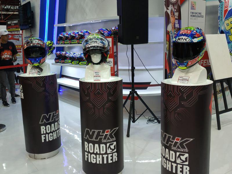 Hadirkan Pebalap Moto3, NHK Rilis 5 Helm Bergrafis Milik Jakub Kornfiel di PRJ