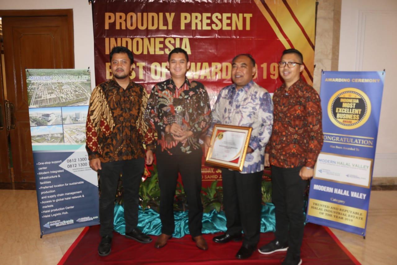 Kembangkan Kawasan Industri Halal, ModernCikande Raih Best of Award 2019