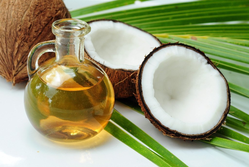 Coconut Oil Bisa Bikin Rambut Berkilau, Benarkah?