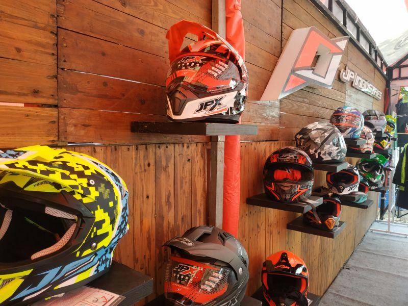 Ajak Pengunjung Parjo Lomba FotoIG, JPX Helmet Bagikan Uang Tunai dan Helm
