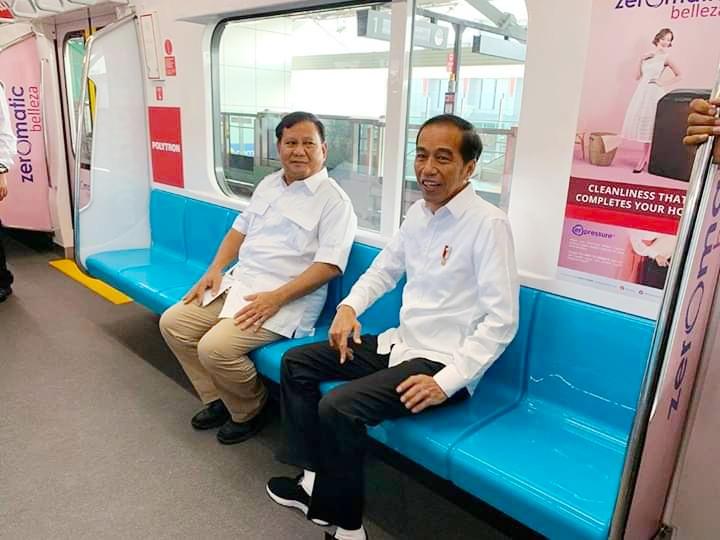 Jokowi dan Prabowo Akhirnya Bertemu di Stasiun MRT Lebak Bulus