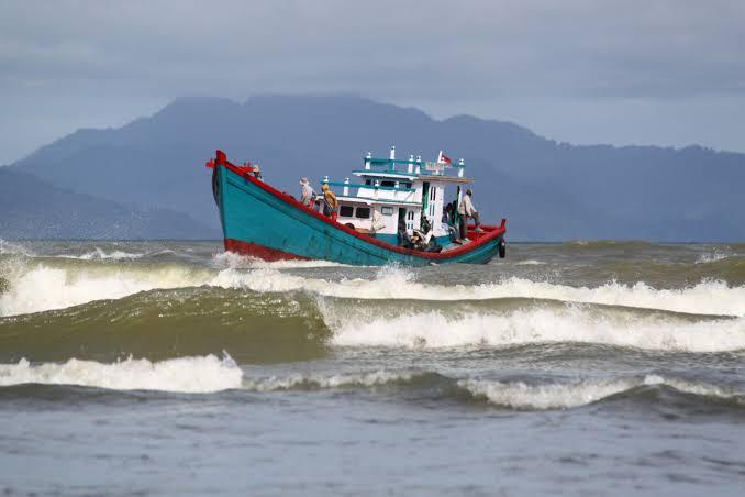 BMKG: Potensi Gelombang Tinggi Lebih Dari 2,5 Meter di Laut Jawa