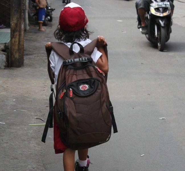 Tips Menghindari Anak Bermasalah dengan Tas Sekolahnya!