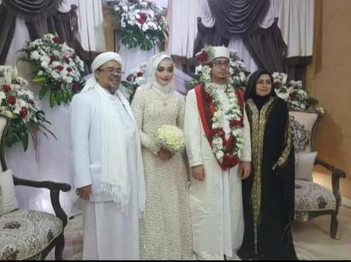 Habib Rizieq Nikahkan Putrinya di Mekah, Kuasa Hukum : Iya benar!