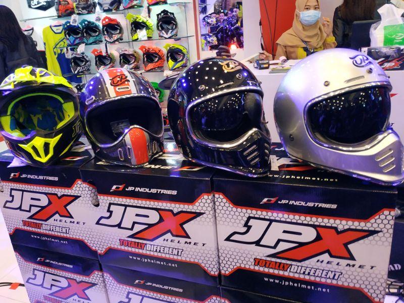 JPX Helmet Luncurkan Tiga Helm Fullface Berbahan Carbon nan Ringan di GIIAS 2019